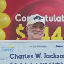 Ganó $344 millones usando los números que venían en una (verdadera) galleta de la suerte