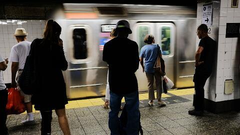 A partir del domingo usuarios deberán pagar más para utilizar el servicio de trenes y autobuses