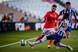 El Porto no puede ante el Benfica y se van con empate 1-1 durante la Jornada 31 de la Primeira Liga. Everton Souza Soares abrió el marcador para los locales al minuto 23, ya entrada la segunda parte del partido, fue Mateus Uribe quien igualó el marcador y logró salvar un punto para los 'Dragones Azules'.