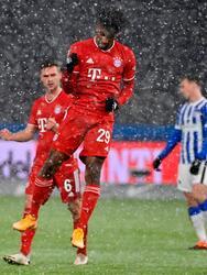Lewandowski estuvo cerca de abrir el marcador, pero falló desde los once pasos. Kingsley Coman (21') hizo el tanto que definió el encuentro. Los Flick ocupan la cima de la Bundesliga con 48 unidades.