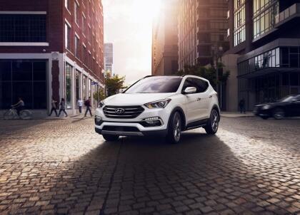 """<h3 class=""""cms-H3-H3""""><b>Hyundai Santa Fe Sport</b></h3> <br> <br> <b>Precio promedio: </b>13,647 dólares <br> <b>Porcentaje promedio por debajo del valor de mercado: </b>10.6% <br> <b>Ahorro promedio: </b>1,497 dólares"""