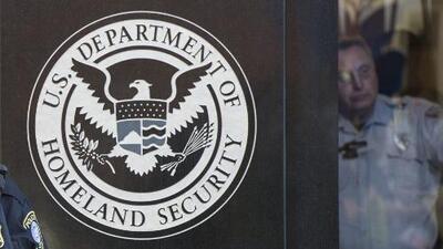 Estos son los beneficios públicos que Trump no quiere que usen los inmigrantes legales