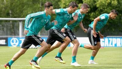 Mesut Özil volvió a entrenarse con normalidad y estará disponible para el juego ante México