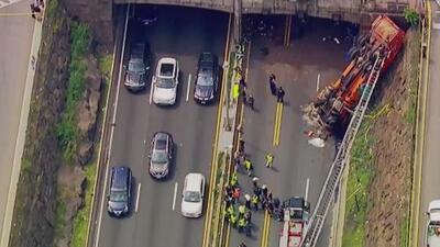 Múltiples heridos después de que camión se volcara cerca del Lincoln Tunnel