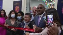 Queens abre una oficina de bienvenida a inmigrantes para orientarlos en el inicio de su nueva vida en EEUU