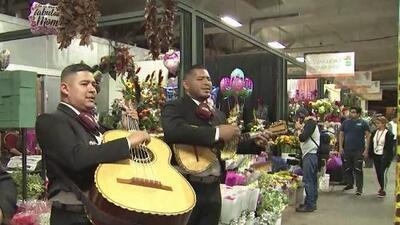 Así se vive la celebración del Día de la Madre en el mercado de las flores de Los Ángeles