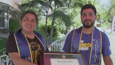 Vendiendo fruta en las calles de California, esta pareja de dreamers mexicanos logró graduarse de la universidad