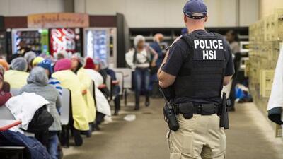En un minuto: México ofrece ayuda legal a los detenidos en redadas masivas de ICE