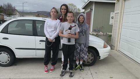 Te derretirás de amor: Adolescente de 13 años en Nevada le compra un auto usado a su mamá