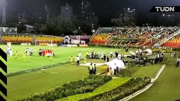Muere aficionado al caer desde tribuna de un estadio en Colombia