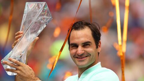 Majestuoso: Federer aplastó a Isner y es campeón por cuarta vez en Miami