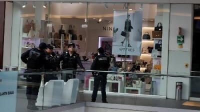 El asesinato de una mujer en un concurrido centro comercial reaviva el debate sobre el repunte de feminicidios en México