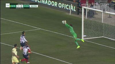 ¡Extraordinaria atajada Óscar Jiménez que evita el gol de Nico Sánchez!