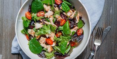 Ensalada de espinacas y tomate con salmón | Reto 28