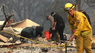 Dos grandes incendios en California dejan ya 25 muertos y más de 300,000 evacuados