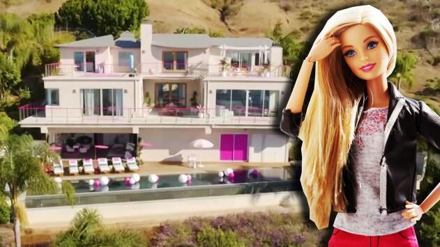 Aprovechando que Barbie no estaba, nos colamos por todos los rincones de su casa (muy real y rosa) en Malibú