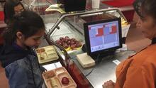 No más sándwiches de queso: Denver anula la deuda del almuerzo de sus estudiantes y les garantiza almuerzos calientes