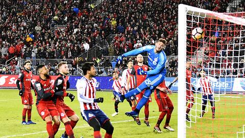 Opiniones divididas: ¿quién fue el mejor jugador de Chivas en la victoria ante Toronto?