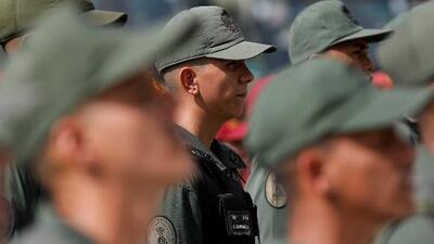 """""""Con hambre, es imposible defender la patria"""": tropas venezolanas se quejan por escasez de comida en los cuarteles"""