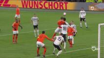 Matthijs De Ligt, de cabeza, marca el  descuento para Holanda