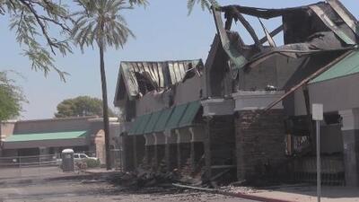 Devastador incendio arrasó con un supermercado al norte de Phoenix
