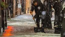 Personas en Paterson salen a limpiar las calles tras paso de la tormenta invernal