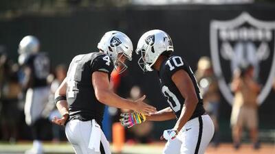 """Jon Gruden apaga los rumores en Raiders: """"Derek Carr va a ser nuestro quarterback"""""""