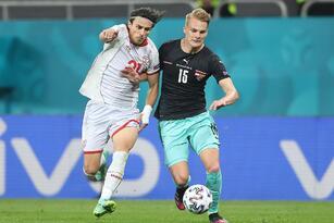 Austria se lleva la victoria ante Macedonia del Norte 3-1 durante el primer partido del Grupo C de la Euro 2020. Stefan Lainer (18') abrió el marcador a favor de los austriacos, pero Goran Pandev ya empataba al minuto 28 el encuentro. Ya en la segunda parte, Michael Gregoritsch y Marko Amautovic sumaban goles para darle el triunfo al 'Wunderteam'.