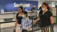 """""""Me siento alegre"""": Wilto, el niño que fue abandonado en la frontera llega a Miami para reunirse con su tío"""