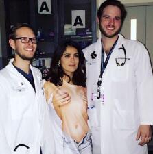 Salma Hayek 'desnuda' en el hospital