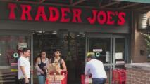 Trader Joe's permitirá a sus clientes vacunados contra el coronavirus que entren a sus tiendas sin mascarilla