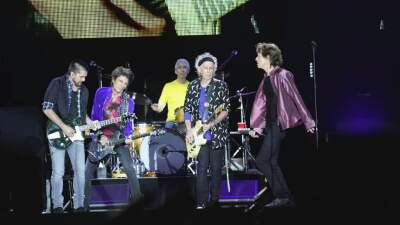 5 reasons the Rolling Stones invited Juanes up on stage in Colombia