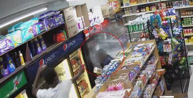 Mujer esquiva las balas y se salva de mortal tiroteo en bodega de Nueva York