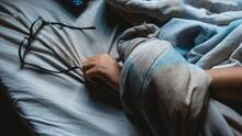 Mete un extraño en tu cama, escucha cuentos sosos y otras técnicas para que duermas como un bebé