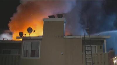 'Área de la Bahía en un Minuto': Incendio de tres alarmas en San José dejó a 16 personas sin hogar