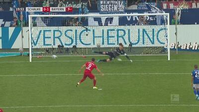 Robert Lewandowski anota de penal y pone en ventaja al Bayern