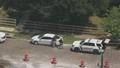 Arrestan a un adolescente sospechoso de balear mortalmente a un joven hispano de 16 años en Sugar Land