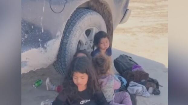 Hallan a cinco niñas, entre ellas una de 11 meses, abandonadas por 'coyotes' en la frontera sur de EEUU