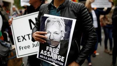 En un minuto: Suecia reabre el caso contra Assange por presunta violación