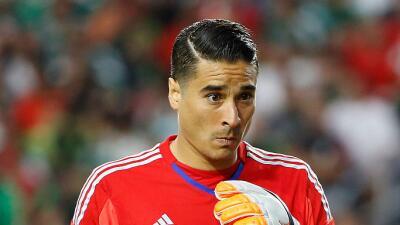 El Sevilla podría buscar a Guillermo Ochoa para jugar Liga Europa