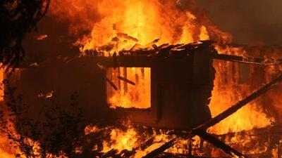 500 bomberos combaten incendios forestales en California
