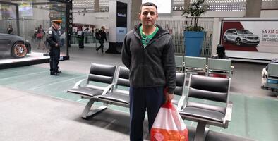 """""""Si me gusta aquí, a lo mejor me quedo"""": la nueva vida de los deportados que llegan al Aeropuerto Benito Juárez de México"""