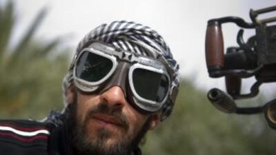 Rebeldes libios avanzan en región de Ajdabiya