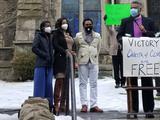 Pareja se esconde en dos iglesias durante 843 días para evitar la deportación