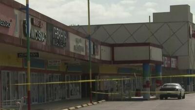 Autoridades de Miami-Dade investigan el asesinato de una joven en el estacionamiento de un centro comercial