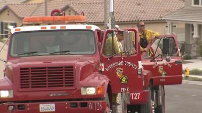 Incendio en San Jacinto consume más de 490 acres y cientos de bomberos luchan por apagarlo