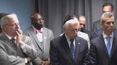 Líderes demócratas y religiosos denuncian el antisemitismo que causó la masacre en Pittsburgh