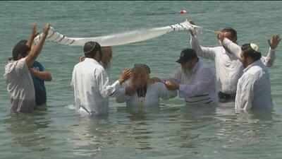 Así es la ceremonia de los hebreos latinos para recibir a los que deciden ser parte de su religión