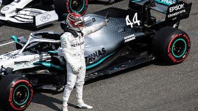 Lewis Hamilton aprovecha el desastre de Ferrari para la Pole