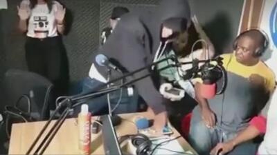 En video: Ladrones asaltaron una emisora de radio en plena transmisión en vivo